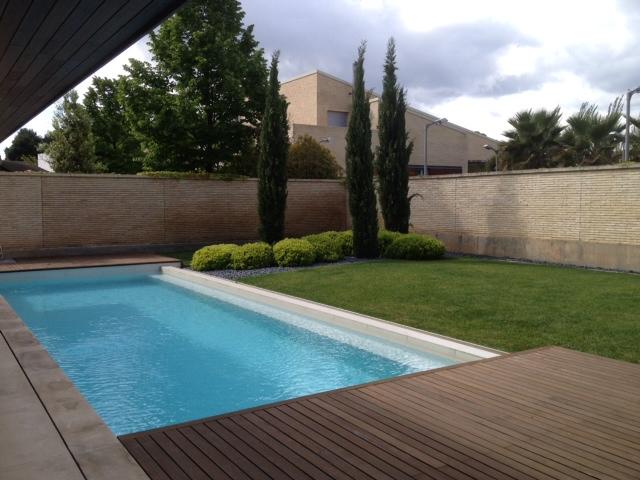 Dise o de jardines soler y romero jardiner a zaragoza for Diseno de jardines modernos con piscina